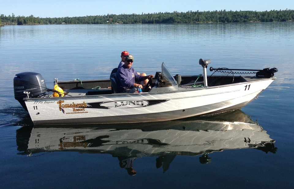 Cottage rentals lake of the woods ontario canada for Lake fishing boats